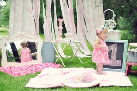 Baby Girl S First Birthday Ideas 171 Blankets Laid Out For