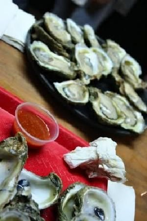 Oysters On The Half Shell Seafood Restaurant Oyster Bar Oysters