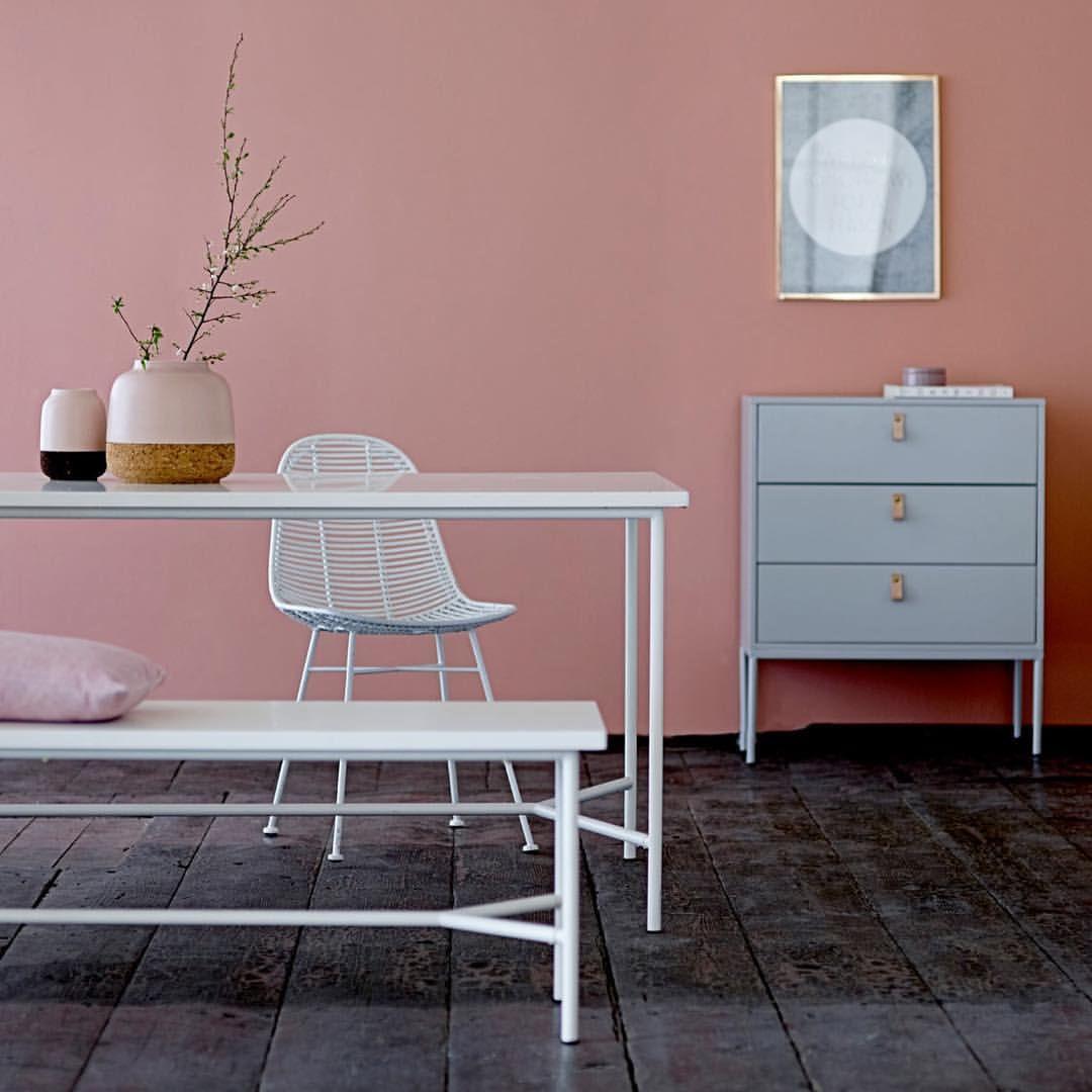 stilvoll einrichten mit den neuen tongebern blassrosa und himmelblau foto bloomingville. Black Bedroom Furniture Sets. Home Design Ideas