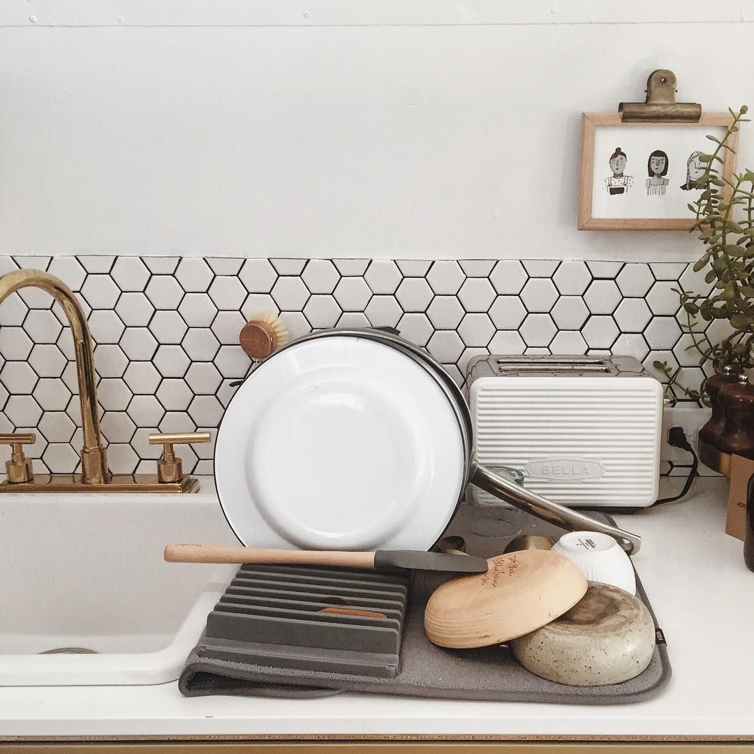 Small space dish rack from @umbra_ltd // via @tincanhomestead