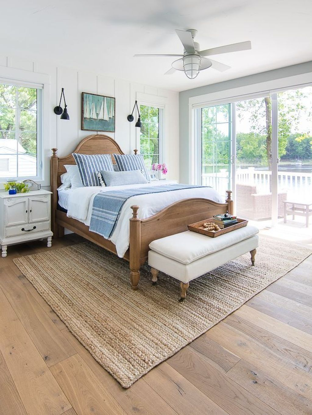 35 Comfortable Lake Bedroom Design Ideas #coastalbedrooms