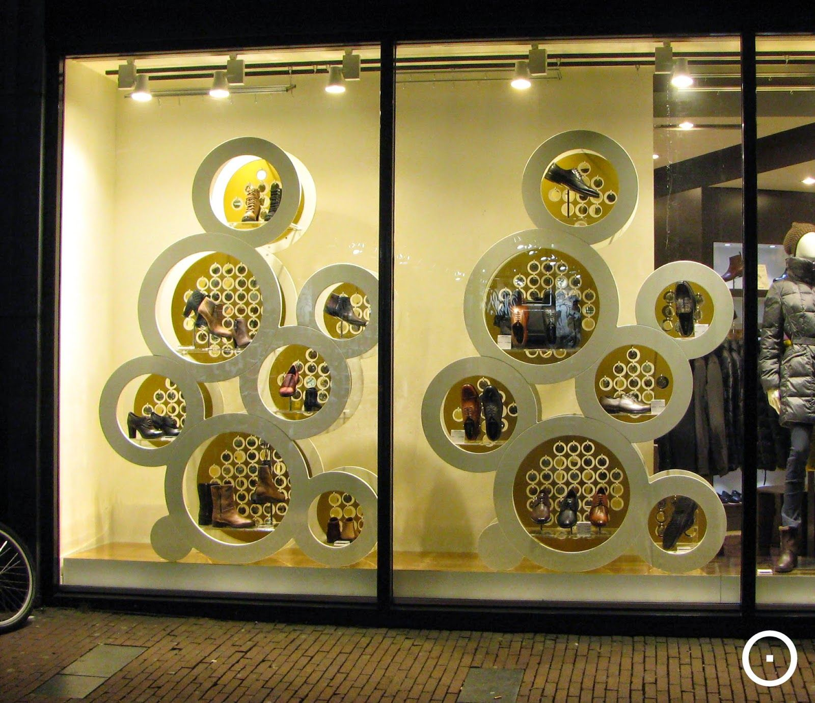 Geox, More Amsterdam Xmas Shopwindows On Httpviewonretailblogspot Shop Window Displaysstore