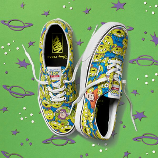 huevo Bloquear pompa  Toy Story VANS alien glow in the dark slip ons! (Awesome!) | Custom vans  shoes, Disney shoes, Vans shoes fashion