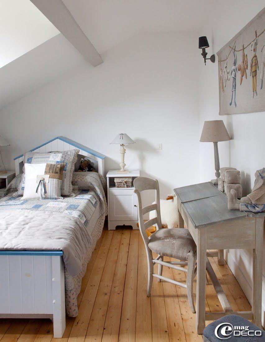 dans une chambre d 39 enfant parure de lit 39 autrefois. Black Bedroom Furniture Sets. Home Design Ideas