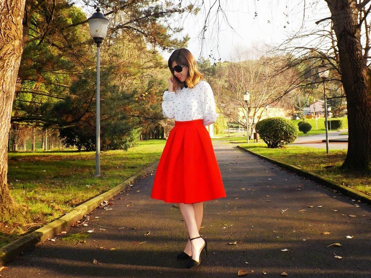 a017089eea Cómo combinar una falda roja para Navidad