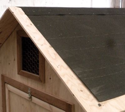 As Protection From Leaks Add A Layer Of Felt Paper U To The Roof And Secure It With Staples Chicken Coop Designs Coop Design Chicken Coop Run