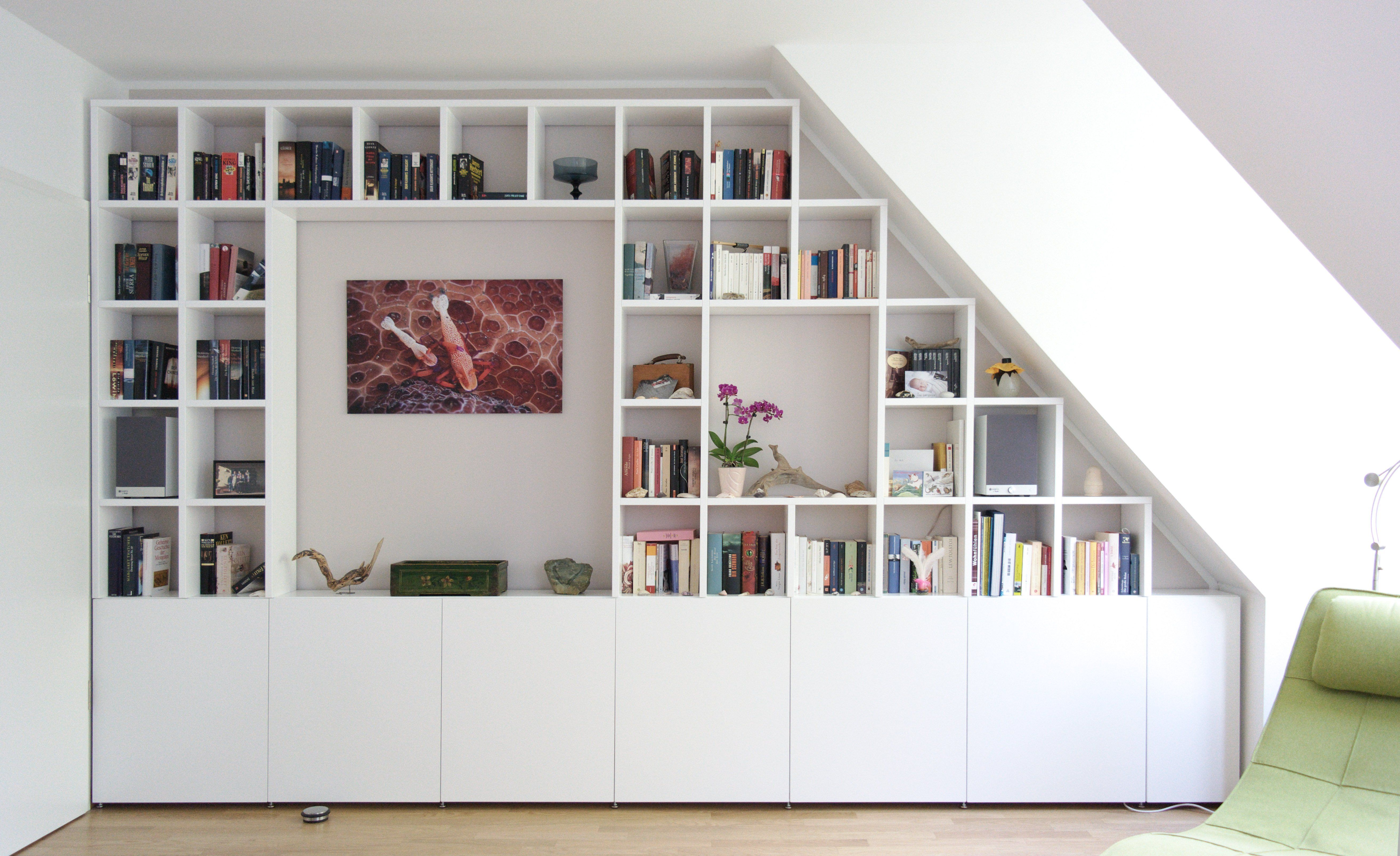 Regale Fur Dachschragen In 2020 Wohnzimmer Design Wohnen