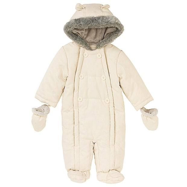 1944df99d137 Princess Charlotte s snowsuit Photo (C) GETTY IMAGES