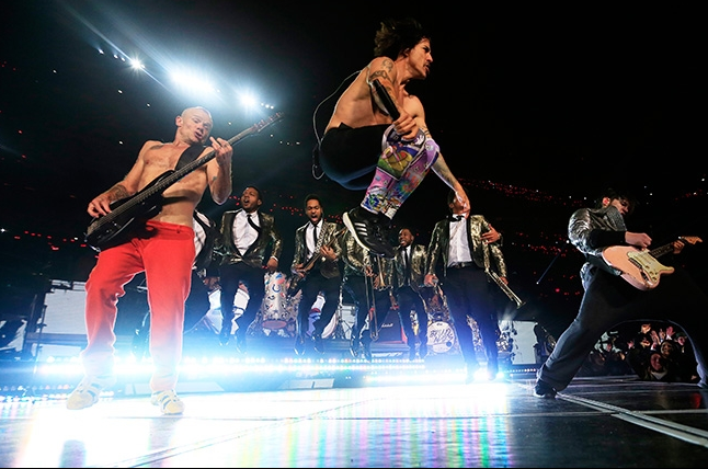 The Red Hot Chili Peppers and Bruno Mars perform during the Pepsi Super Bowl XLVIII Halftime Show at MetLife Stadium on February 2, 2014 in East Rutherford, New Jersey.
