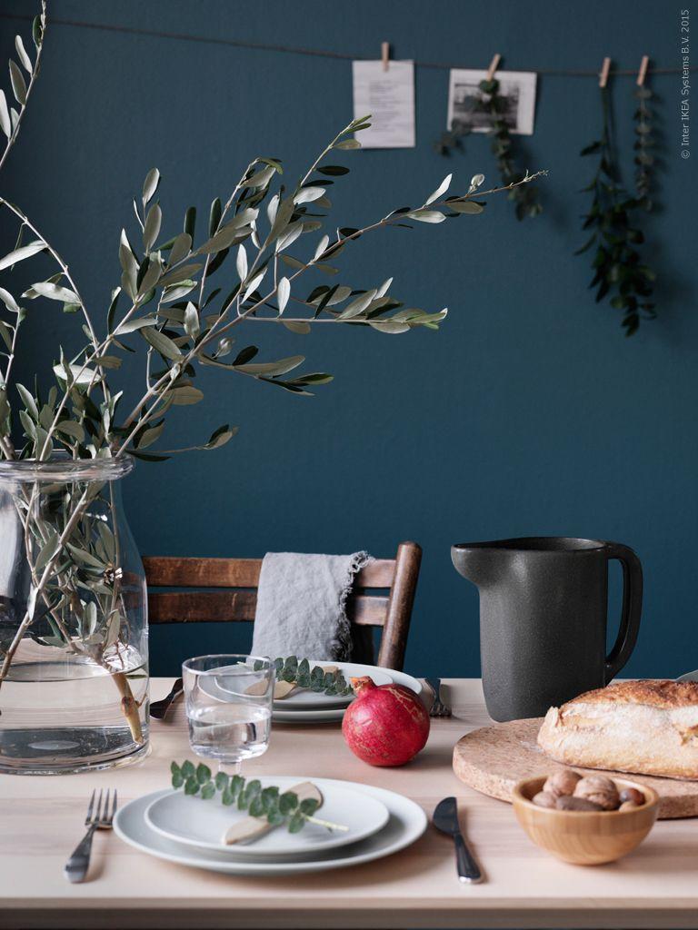 Med bara några dagar kvar till dopparedagen så börjar julstämningen infinna sig. Årets juldukning avspeglar en hållbar och naturlig enkelhet. Här samlas vi kring nya bordet LISABO i ask med tydlig träkänsla. #bodenvasedekorieren