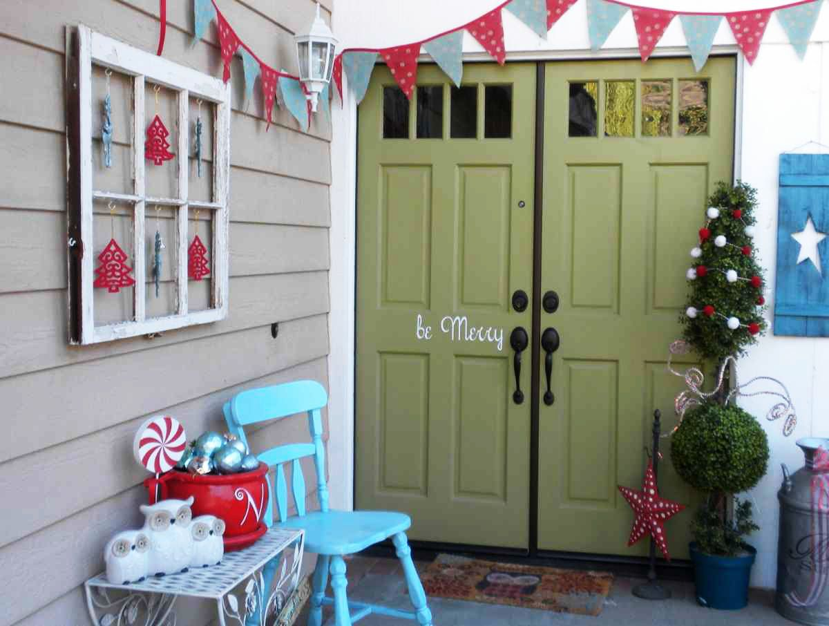 From Old Window Frame To Quirky Holiday Decor