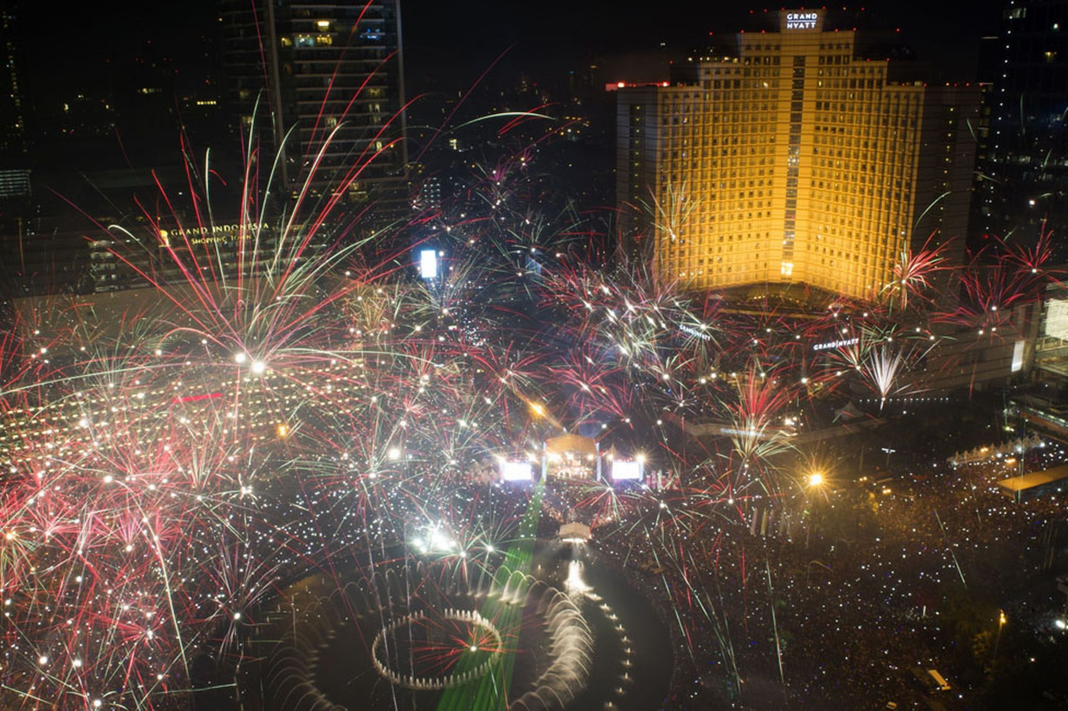 New Year's Eve 2013 live: The best pictures from around the world as we welcome in 2014