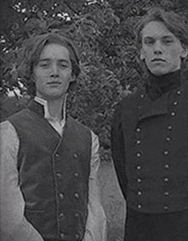 Toby Regbo And Jamie Campbell Bower Albus Dumbledore Harry Potter World Magie
