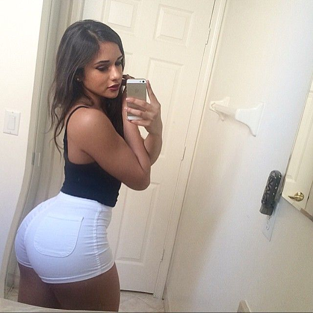 Pictures of sexy women s asses in short shorts