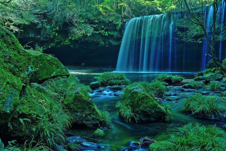 """死ぬまでに一度は行きたい!日本国内の""""神秘的すぎる滝""""5選   RETRIP[リトリップ]"""