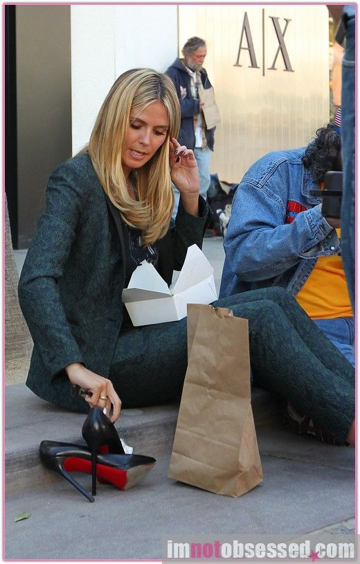 b7bdb561750f Heidi Klum Kicks off her Louboutin Pumps for Lunch Time at the set ...