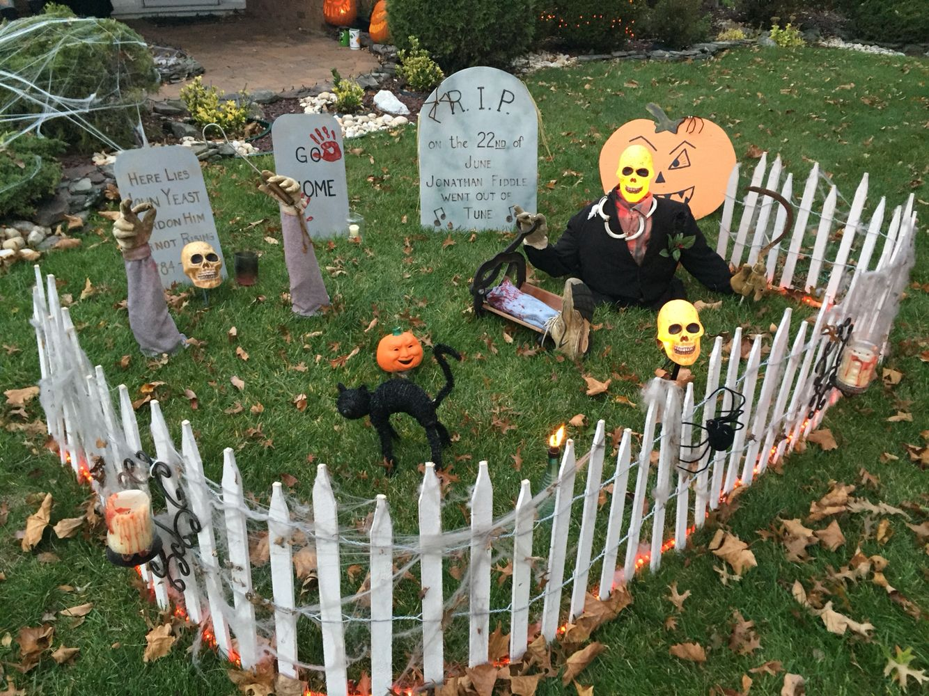 Halloween graveyard set up Halloween Decor Pinterest - Halloween Graveyard Decorations