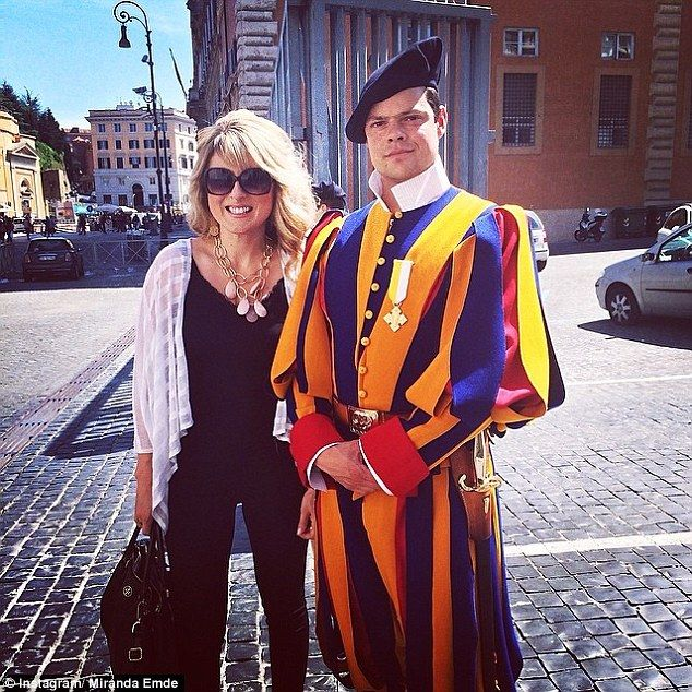 California Woman Fell In Love With Chivalrous Vatican Guard Men In Uniform Swiss Guard Vatican