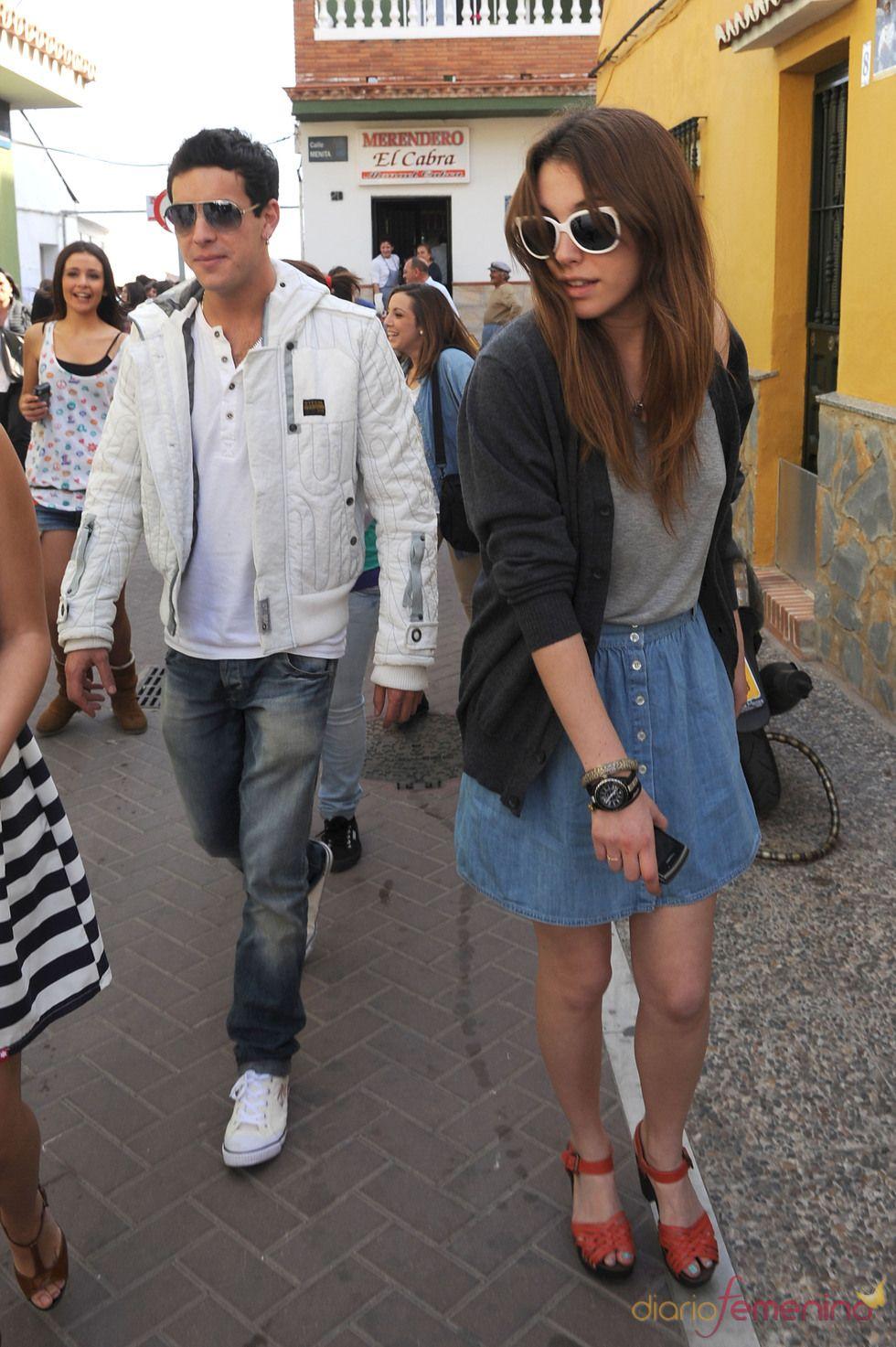 Mario Casas y Blanca Suárez pasean juntos por las calles