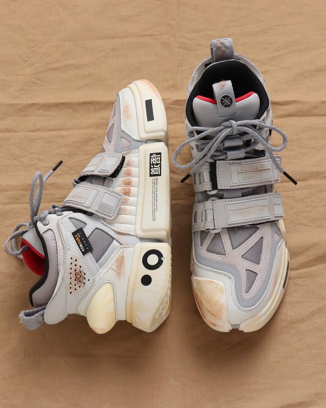 Atmos Japan Official On Instagram Li Ning は中国の有数な大手スポーツブランドである 自ら世界クラス体操選手であった創業者李寧 Li Ning の姓名をブランドとして 1990年創立された 今年 At ドレスシューズ メンズ シューズ ファッション スニーカー