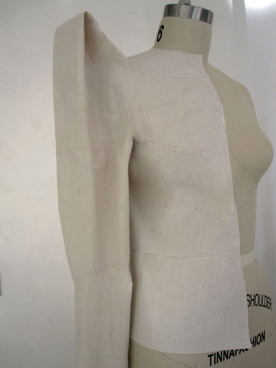 Sculptural fashion construction using Shingo Sato's 3D box integration technique…