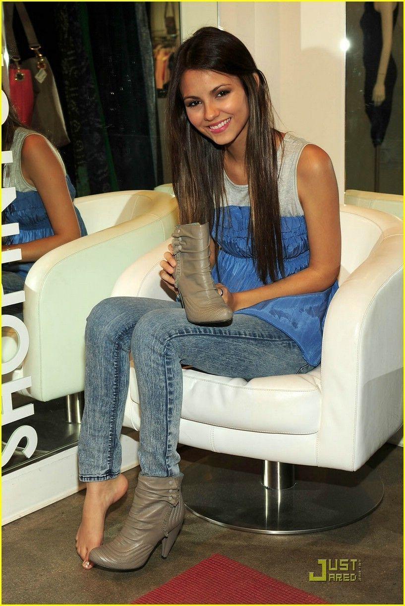Latina sniffing size feet