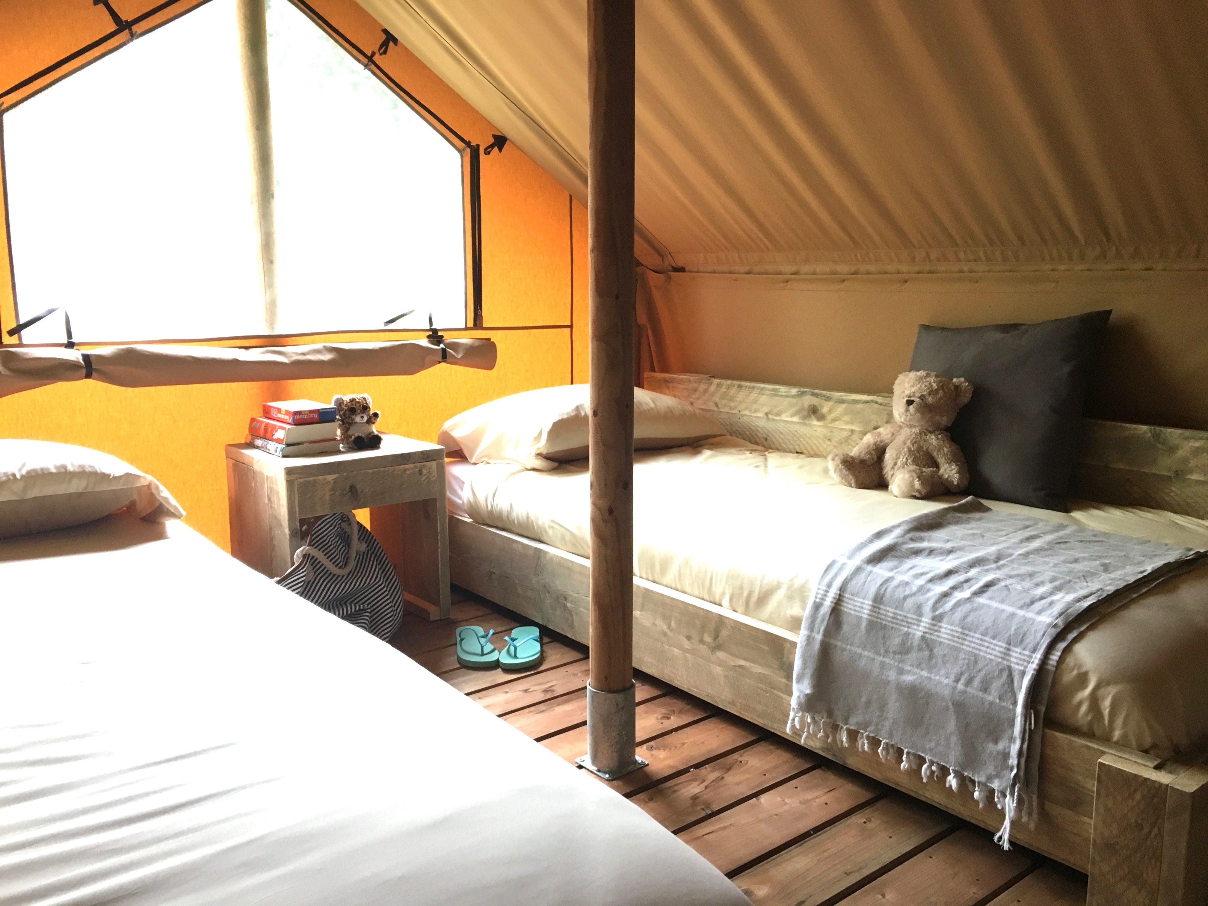 Tendi lodgetent met loft, 6 slaapplaatsen, badkamer met ...