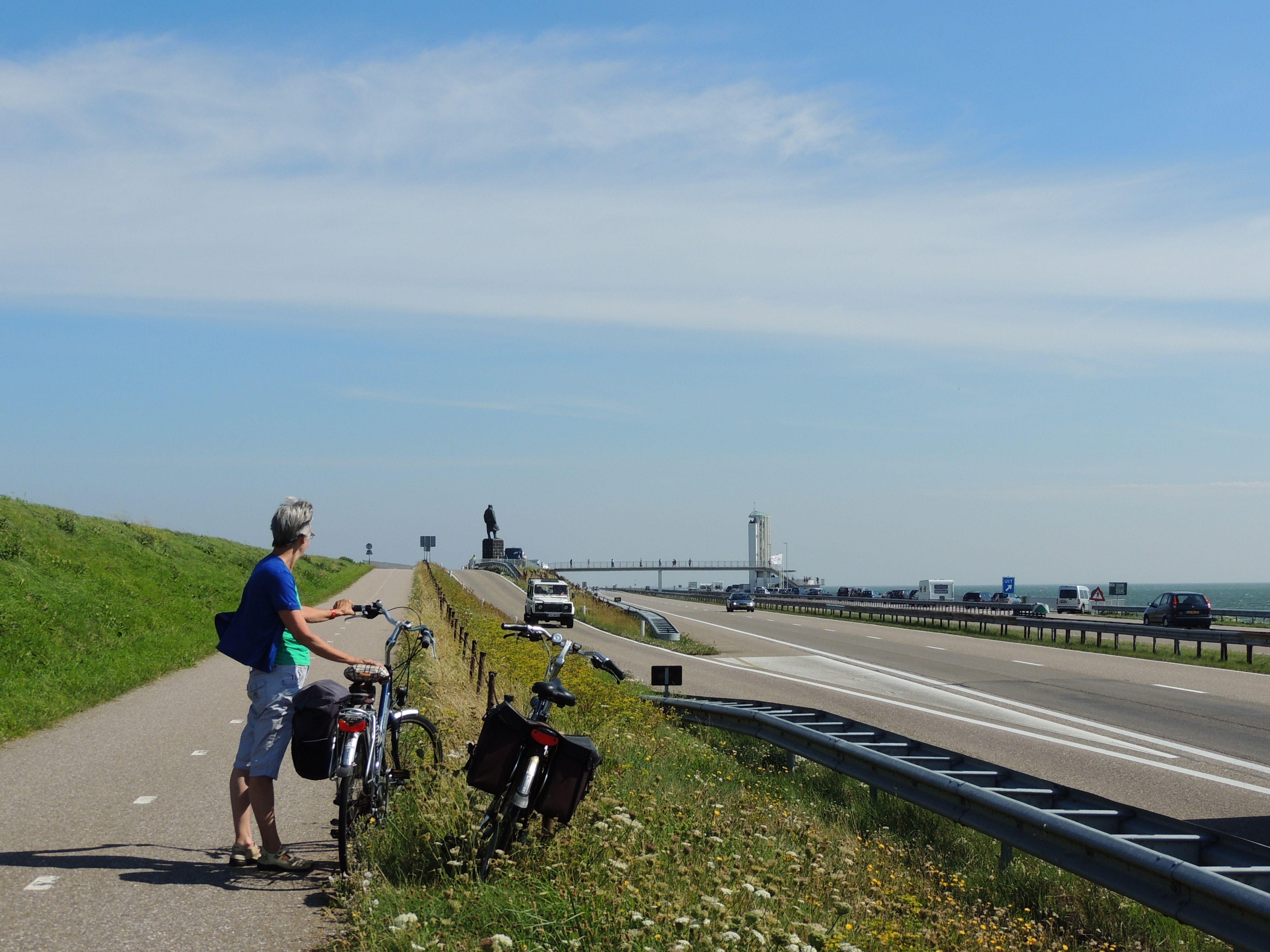 Op de fiets over de Afsluitdijk. Nederland