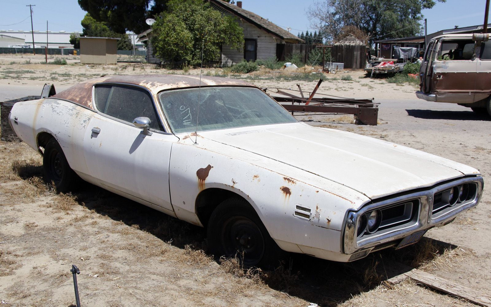 turners-auto-wrecking-fresno-junkyard-barn-find-038, Photo ...