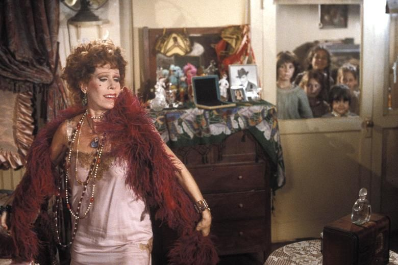 Curtains Ideas carol burnett curtain rod : Carol Burnett in the 1982 film version of Annie. She is such a fun ...