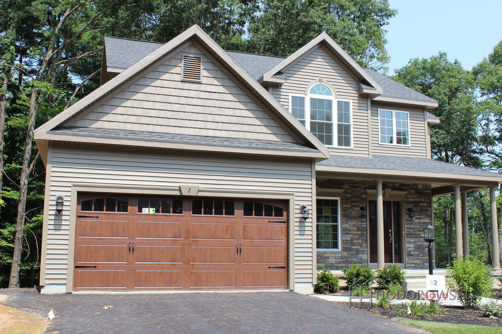 This Impressive Helmond A Model Selected Java Siding With A Wood Grain Style Mahogany Stained Door And Garag Exterior House Colors House Exterior House Colors