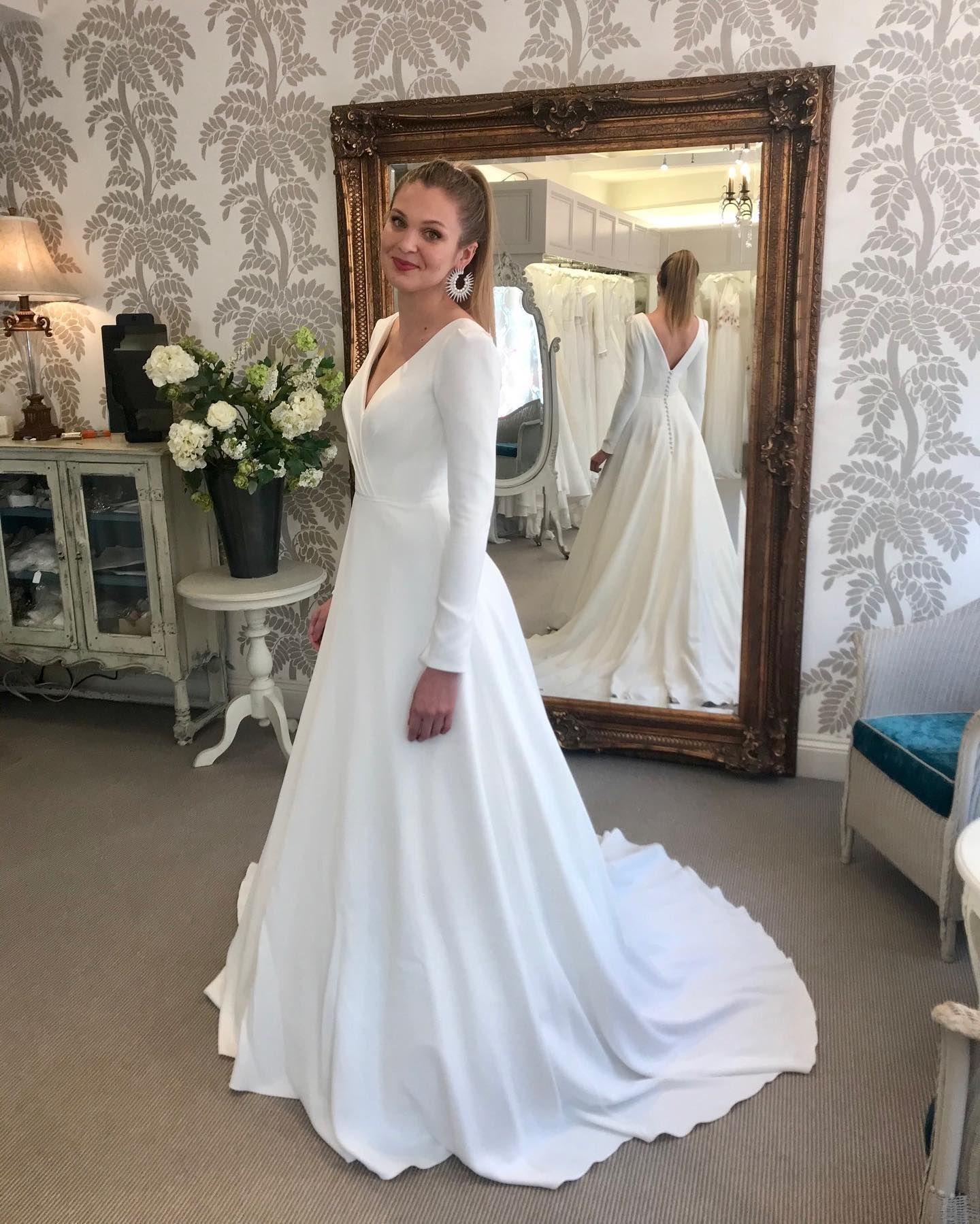 Suzanne Neville Admire Wedding Dress In 2021 Wedding Dresses Suzanne Neville Wedding Dresses Dresses [ 1799 x 1440 Pixel ]