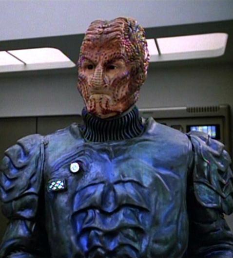 Starfleet Intelligence Hirogen Medic Startrek Star Trek Tv Star Trek Voyager Star Trek Images