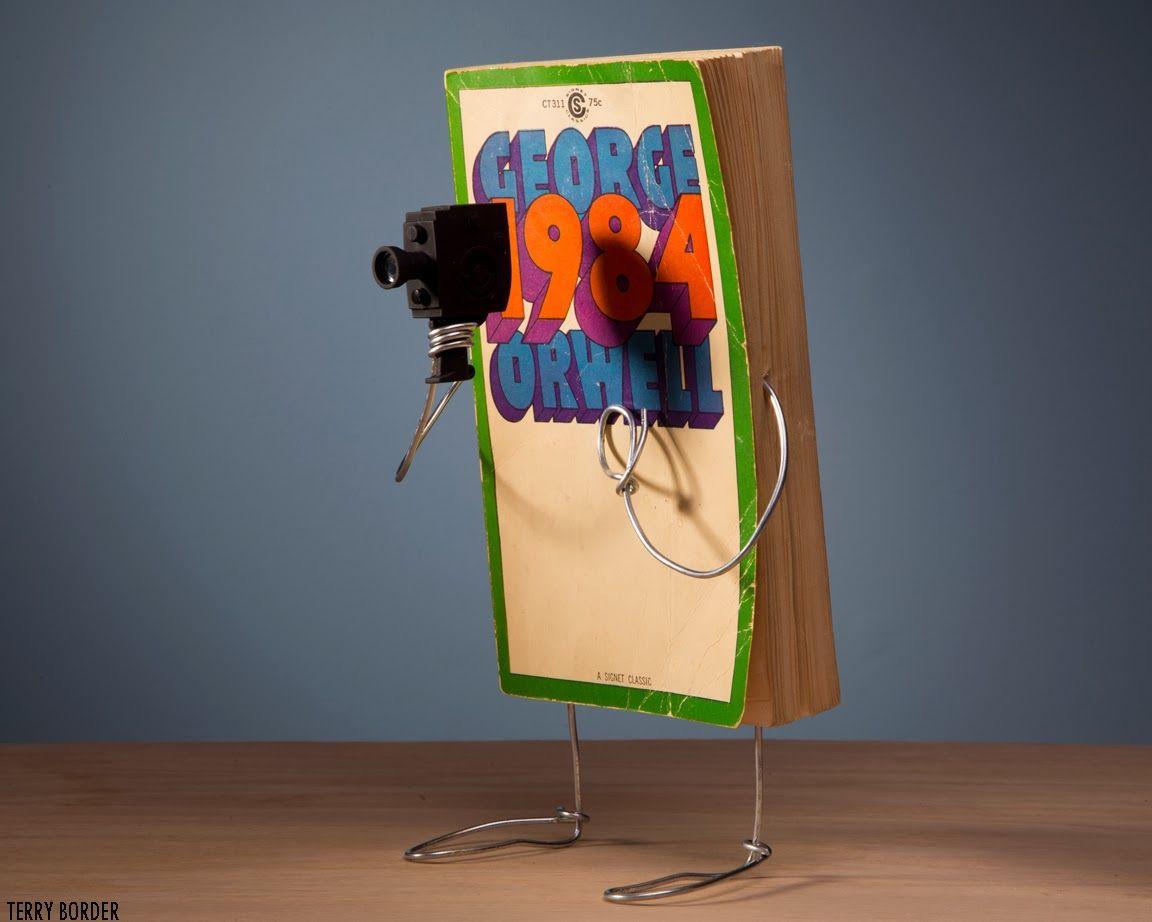 Wiry Limbs Paper Backs Bucherskulptur H I S Und Bucher