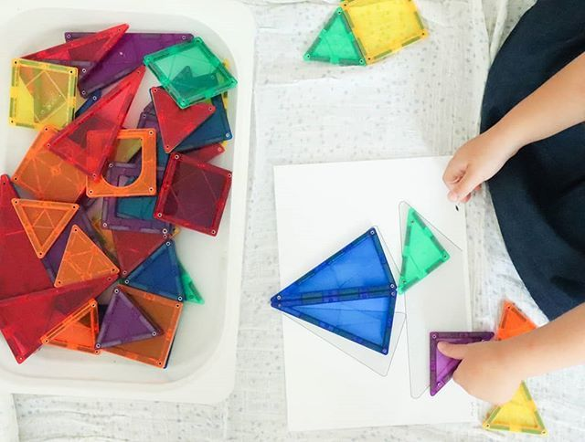 Cheindel et Raphaël jouent quotidiennement aux @playmags_tiles, un - jeux de construction de maison en 3d