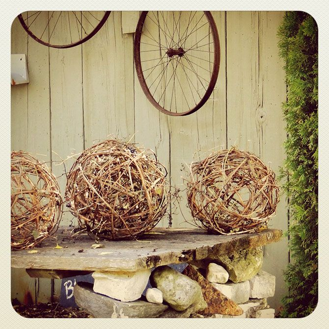Outstanding tutorial for making these grapevine balls yourself, and lighting them up!