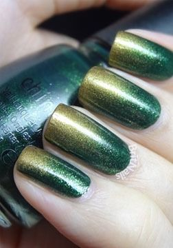 3d5fc31fa6fda Emerald green and gold nails | Love for Emerald in 2019 | Green nail ...