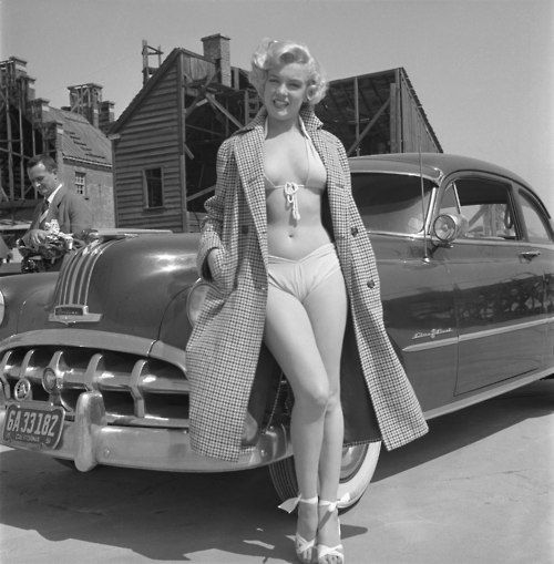 Marilyn Monroe And Her 1952 Pontiac Vintage Classic Cars And