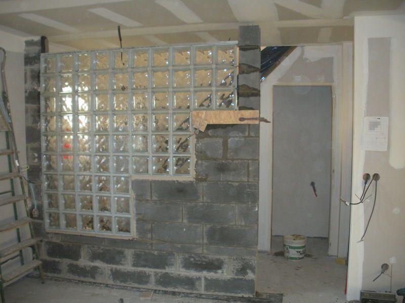 glass blocks on partition wall - Google Search pg Pinterest - carreaux de verre pour salle de bain