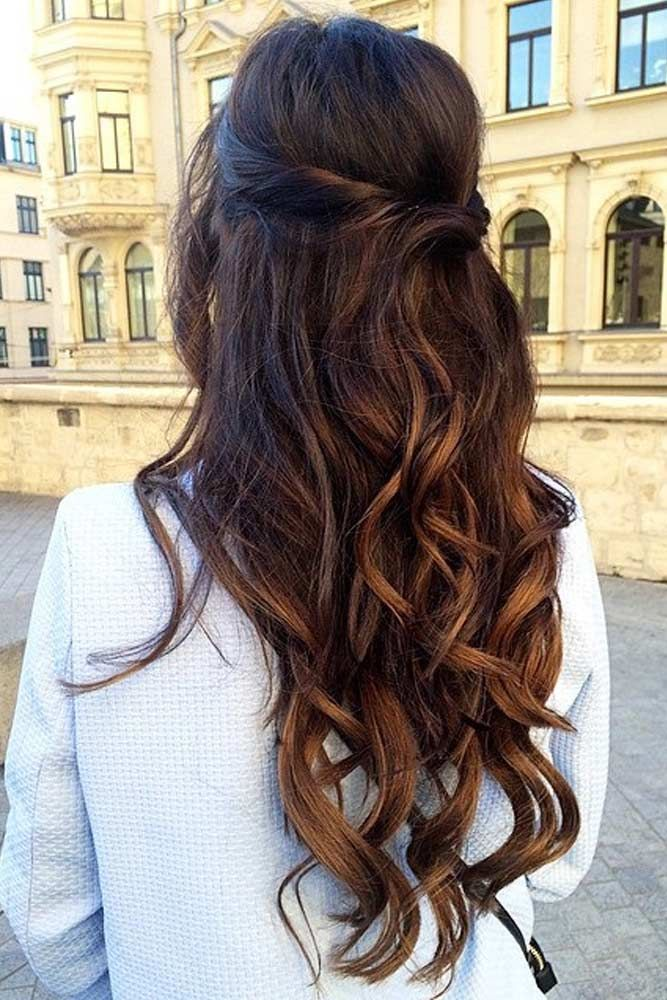 Unique Bridesmaid Hairstyles To Look Fabulous We Have Collected Photos Of The Most Gorgeous Half Up Hairstyles Long Hair Styles Hair Styles Wedding Hair Down