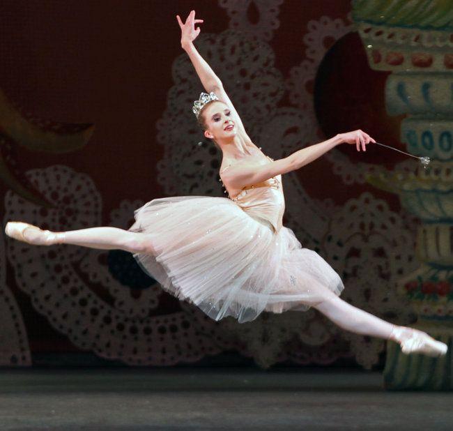 Sterling Hyltin As The Sugarplum Fairy In City Ballet S Nutcracker December 2011 Credit Andrea Mohin The New Ballet Lessons City Ballet Ballerina Dancing