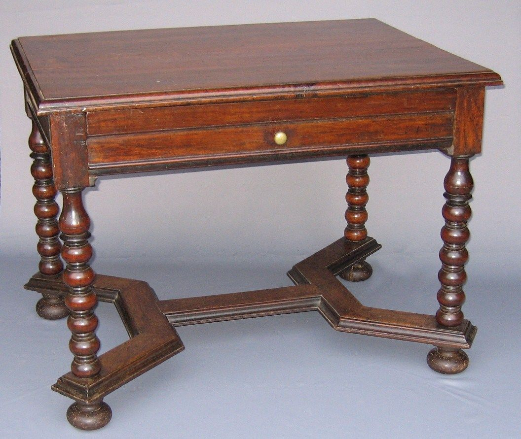 Table D Epoque Louis Xiii En Noyer Mobilier De Salon Mobilier Mobilier Ancien