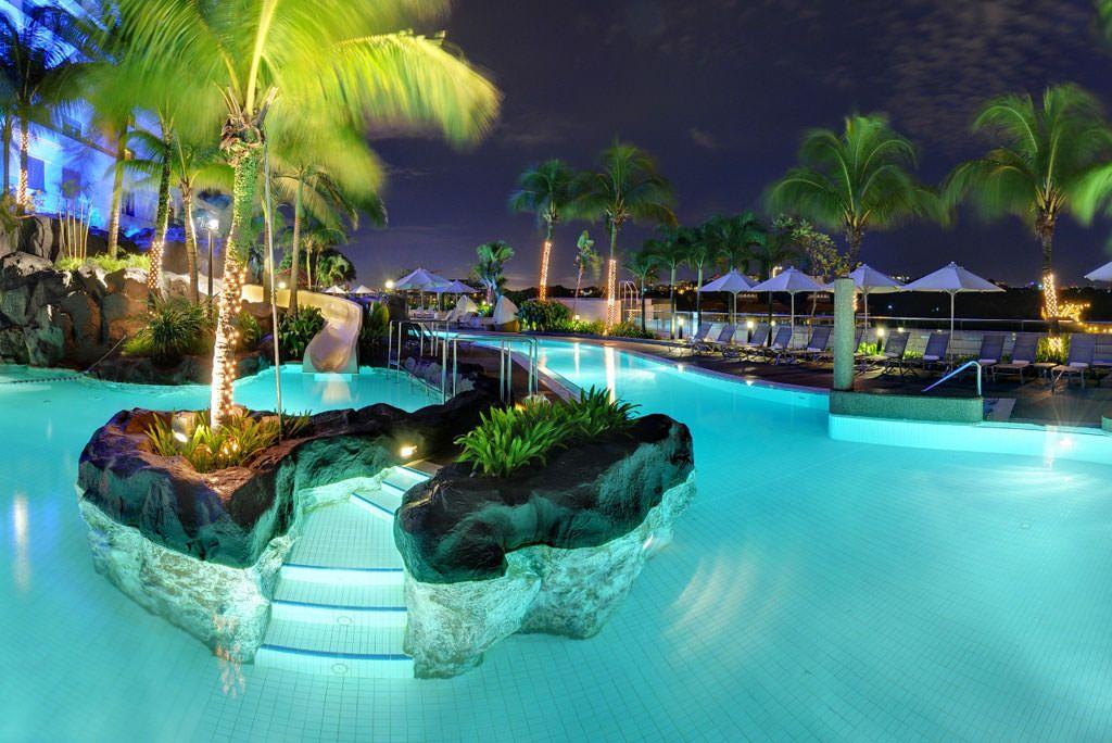 Wild pool at the hilton hotel in kuala lumpur cool pools - Piccolo hotel kuala lumpur swimming pool ...