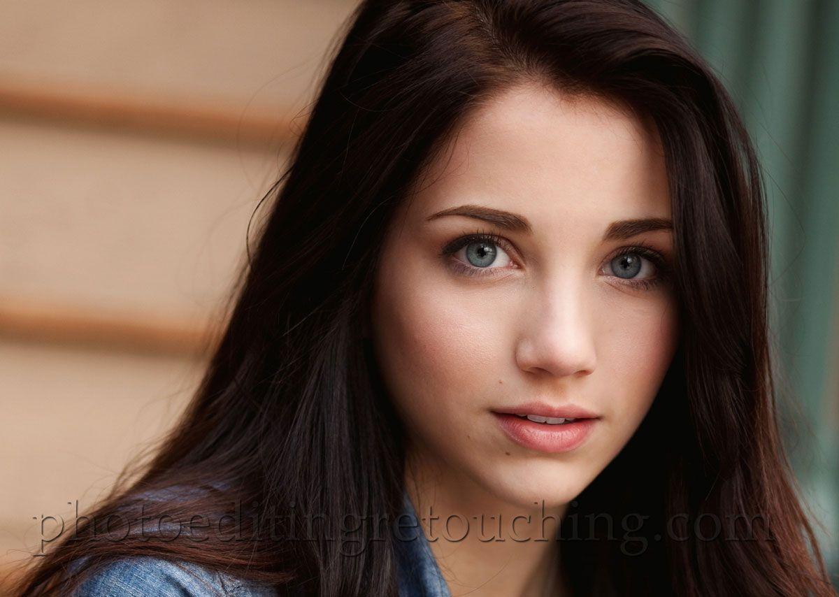 green eyed brunette blow
