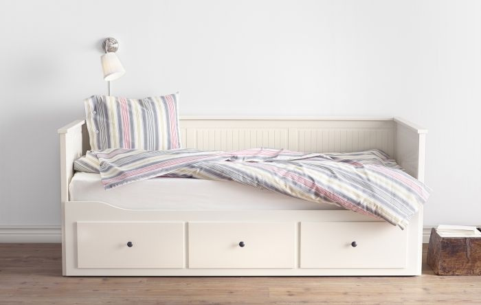 4 em 1: sofá, cama individual, cama de casal e solução de arrumação.