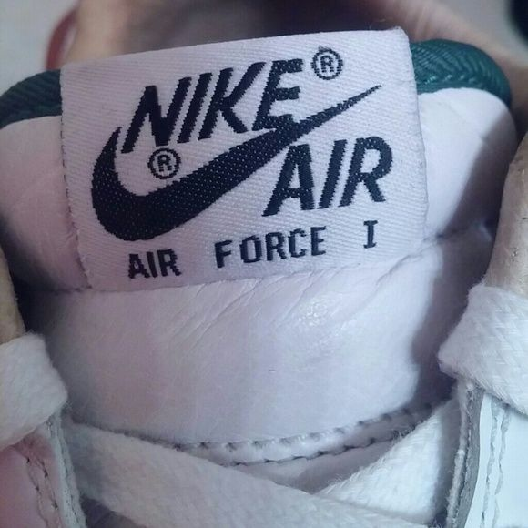 Used Nike Air Force 1 Low Premium CMFT QS  Brazil Nike QuickStrike!  Nike Air Force 1 Low Premium CMFT QS Color:White/White Style Code:635272-100 Release Date:12/28/2013 Original Price:$135  From the Brazil Pack! Snakeskin Nike Swoosh! Soft leather. Icy sole. No box. Shoe has obvious signs of wear. Still a great statement shoe. Sneakerheads know what's up! Nike Shoes Athletic Shoes