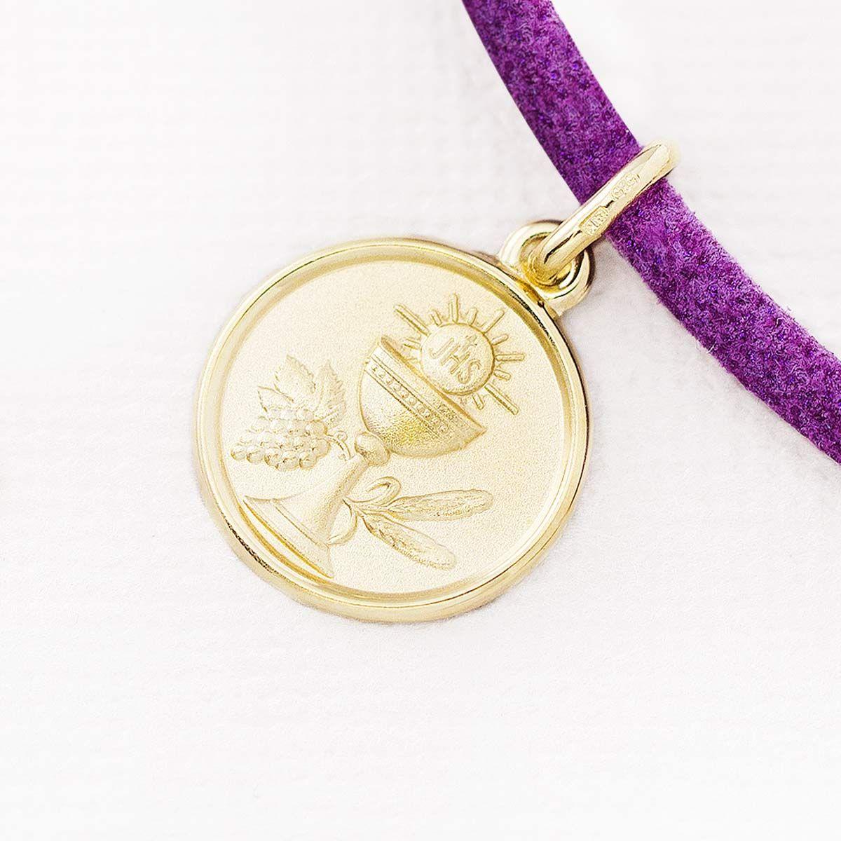 5eae5b144c1d Medalla de comunión en oro 18k. Este diseño de colgante de comunión Argyor  incluye Cáliz
