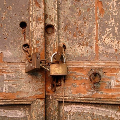 و قال لي سد باب قلبك الذي يدخل منه سواي لأن قلبك بيتي مولانا النفري Lock Personalized Items Pessimist