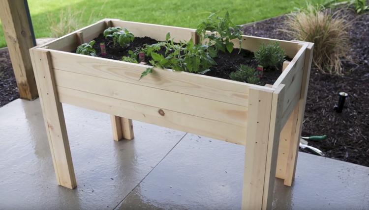 Kleines Tisch Hochbeet Bauen Perfekt Fur Balkon Und Terrasse Erhohte Gartenbeete Gartenliege Ikea Tischbock