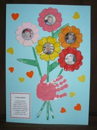 tableau bouquet de fleurs pour la f te des mamans avec empreinte de main cadeaux f te. Black Bedroom Furniture Sets. Home Design Ideas